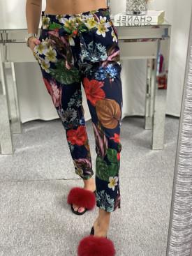 d319269dd542 Trendy dámske oblečenie. Nohavice modre s kvetmi
